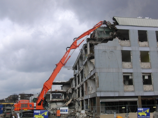Das war ein Hertie-Gebäude: Abriss in Dinslaken am Niederrhein (foto: zoom)