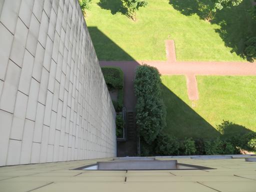 Sechs Stockwerke tief: Blick aus dem Kinderzimmerfenster.