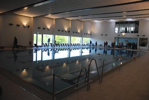 Das Schwimmbad:  Fünf Bahnen, 25 Meter Länge.