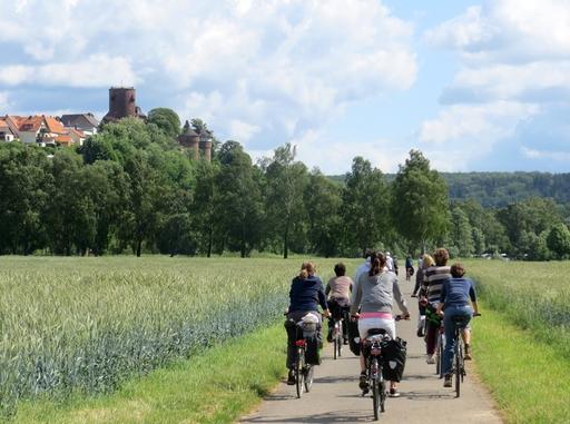 Der Diemelradweg flussabwärts Richtung Trendelburg (foto: zoom)