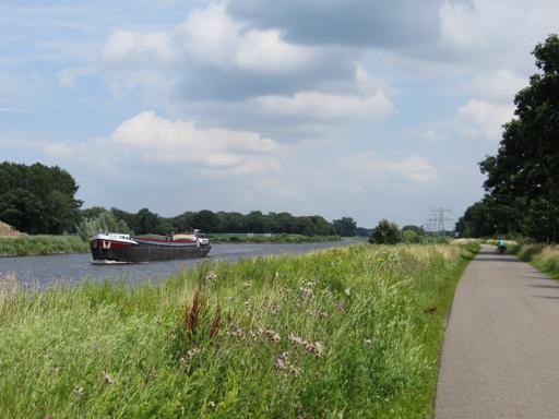 Der Twente Kanal Zutphen - Enschede in Höhe des Abzweigs nach Almelo (foto: zoom)