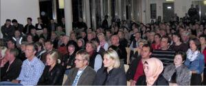 Über 200 Eltern informierten sich in der Grundschule unter dem Regenbogen über Konzeption und Inhalte der Sekundarschule (foto: stadtmeschede)