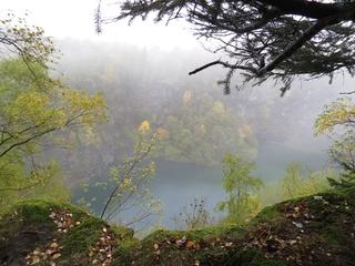Getrübter Blick hinunter zum Bergsee Siedlinghausen (archivfoto zoom)
