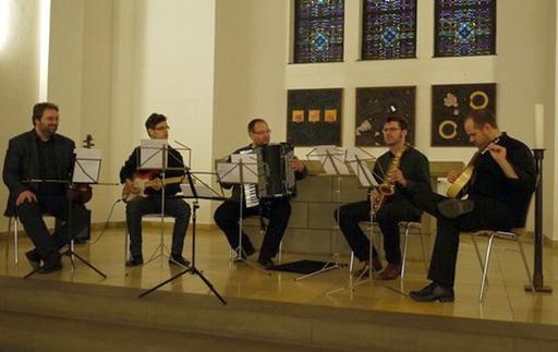 Das Ensemble für Neue Kammermusik an der Universität Dortmund bei den Bochumer Tagen für Neue Musik 2012 in der Melanchthonkirche Bochum (Bild: Gabriele Krettek)