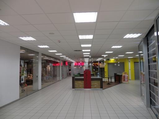 Es ist 19:30 Uhr. Die Geschäfte im oberen Teil des Edeka-Centers ruhen. (fotos: zoom)