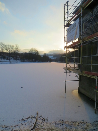 Leicht zugefroren: Stausee bei Siedlinghausen (foto: zoom)