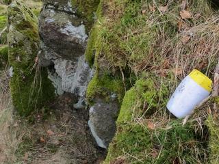 Das Gipfelbuch ist wasserdicht  in der Plastikflasche.