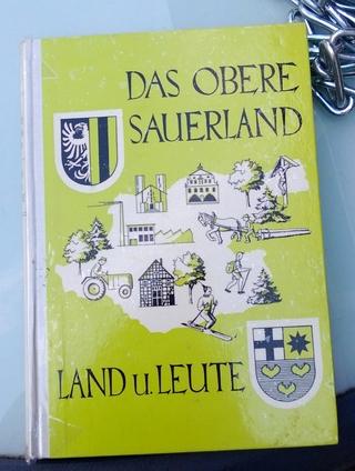 Bernhard Göbel, Ferdinand Tönne und Theodor Tochtrop. Erschienen in der Josefs- Druckerei Bigge 1966 Bestellnummer 21. (foto: matthias schulte-huermann)