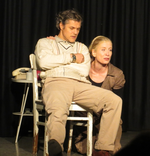 Der promiskue Ehemann (Michael Koenen) lebt seine Offene Zweierbeziehung mit Antonia ((Verena Bill). Am Ende siegt ... (foto: zoom)