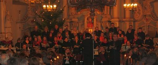 Susanne Lamotte und der Kammerchor hatten sich in intensiver Probenarbeit seit Anfang des Jahres auf diese Aufführung vorbereitet