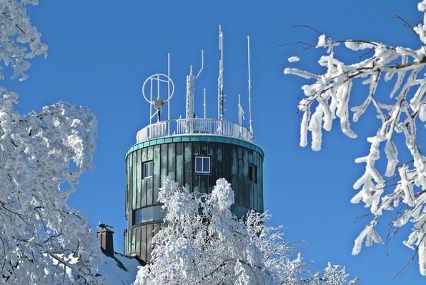 Der perfekte Wintertag für die Wetterbeobachter im Astenturm. (fotos: beuermann)
