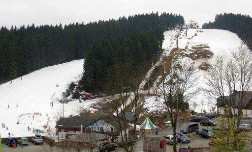 Der Skihang bei Möppis Hütte. Links fährt noch wer.