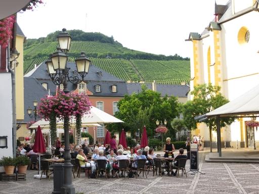 Zwischen Weinbergen, Kirche und Regierungsbunker: Ahrweiler (foto: zoom)