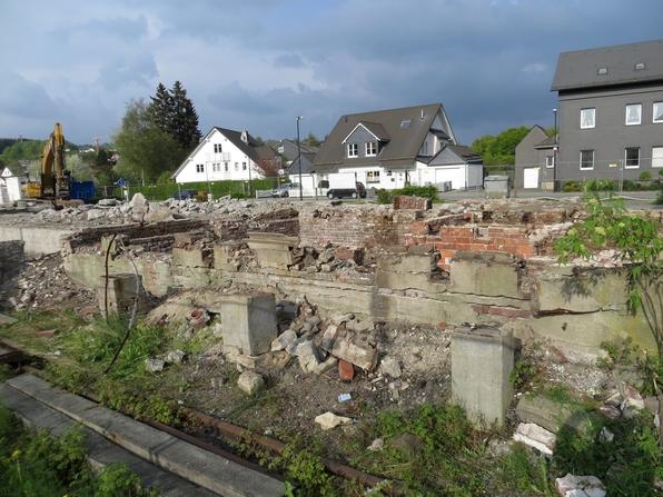 Abriss der alten Bahnhofsgebäude. Aufnahme vom 1. Mai 2014 (foto: zoom)