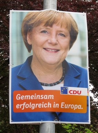 Steht Merkel eigentlich zur Wahl? (foto: zoom)