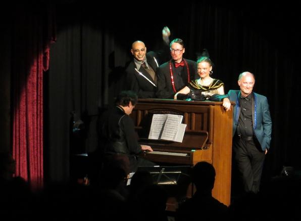 """""""Fünf Finger hat eine Hand: Ignaz Wrobel, Theobald Tiger, Peter Panter, Kaspar Hauser und ich.""""  Das Ensemble des Teatron Theaters. (foto: zoom)"""
