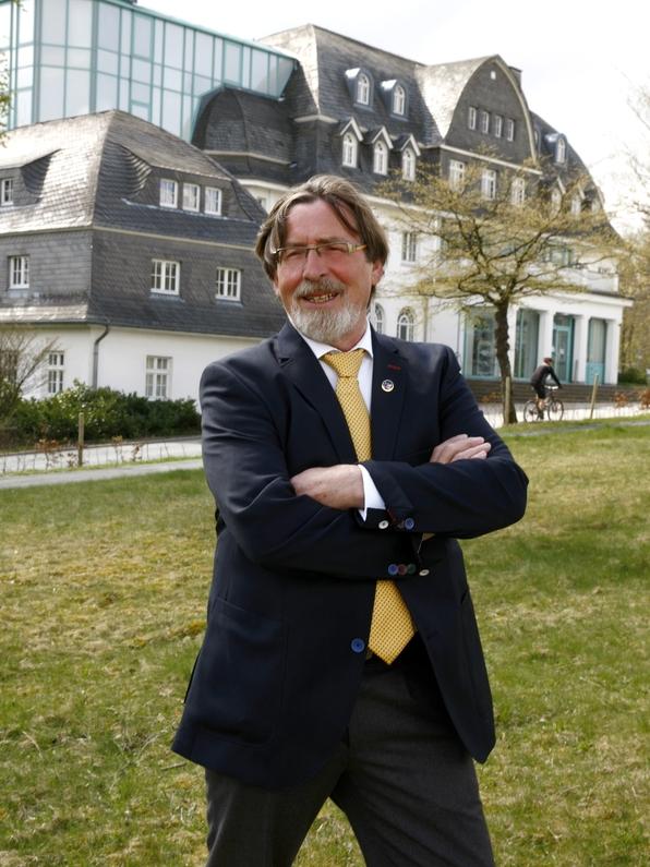 Bernd Kräling vor dem Winterberger Rathaus (foto: fdp)