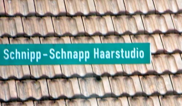 Hinweisschild auf dem Weg nach Marburg. War es in Münchhausen? (foto: zoom)