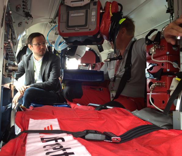 Information vor Ort: Dirk Wiese im Rettungshubschrauber (foto: spd)