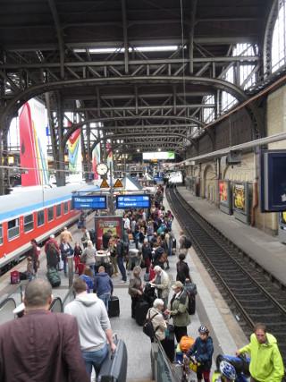 Hauptbahnhof HH. Zurück ins Sauerland. (foto: zoom)