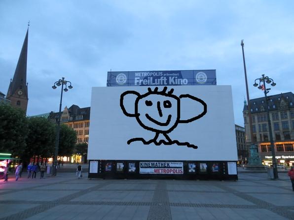 Freiluftkino heute Abend auf dem Rathausmarkt, ein wenig bearbeitet.