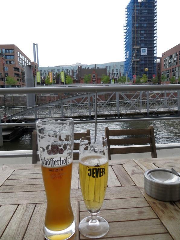 Hafencity: Für den Preis dieser beiden Biere hätten wir ... aber was soll's, denn wir haben nicht ...