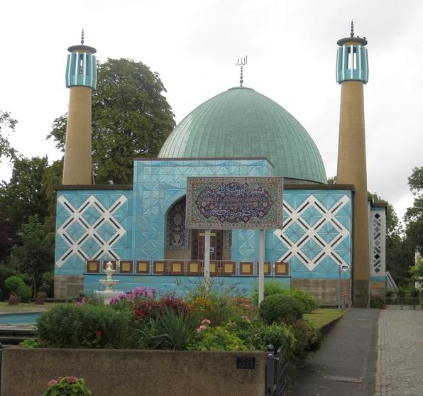 Die Moschee an der linken Seite der Außenalster.