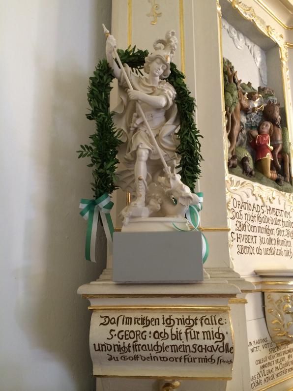 geweihten Altarfigur des Heiligen St. Georgs (foto: wiegelmann)
