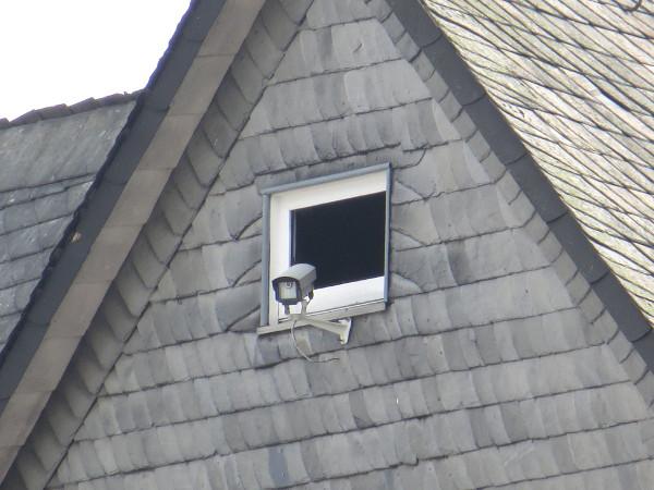 Das sit schon ein ziemlicher Bolide im Dachfenster mit Blick auf die Untere Pforte. (foto: zoom)