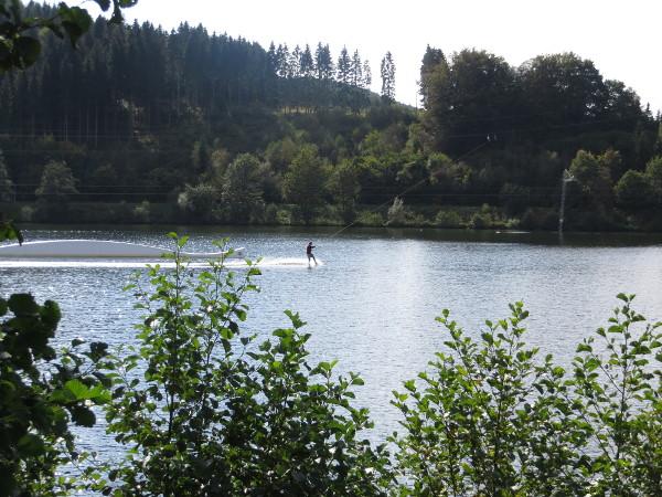Am Nachmittag waren 2 bis 3 Wakeboarder auf dem See unterwegs. (fotos: zoom)