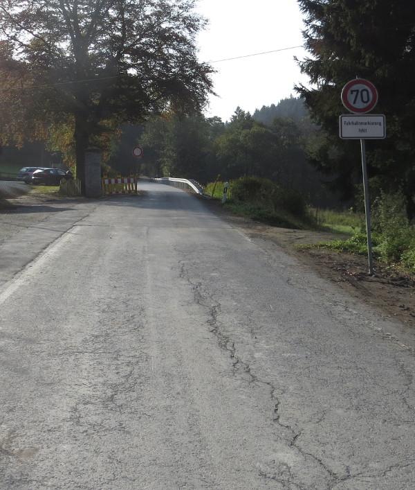 Vom Jagdschloss bis zur Rinderweide ist die L 742 gesperrt ... (fotos: zoom)