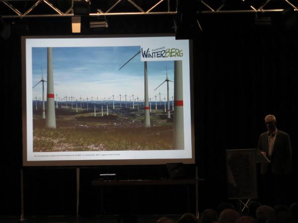 So soll es in Winterberg aussehen, wenn die Windkraftanlagen kommen. (foto: zoom)