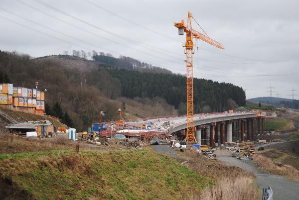 Teilstück des neuen Autobahnabschnitts der A 46 bei Bestwig-Velmede. (foto: zoom)