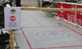 Winterberger Weihnachtsmärchen: Die neue Eisstockschiessbahn. (foto: zoom)