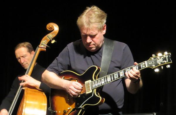 Axel Fischbacher (Gitarre) und André Nemdza