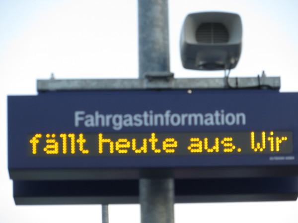 Gestern fiel um 16:10 der Zug von Winterberg nach Dortmund einfach aus. Die RollstuhlfahrerInnenn haben sich gefreut. (foto: zoom)