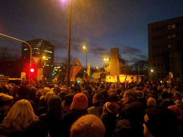 Anti-Kögida: Die Menge der Demonstranten war beindruckend. (fotos: gundula pa)