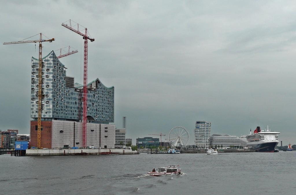 Das Menetekel aller folgenden PPP-Projekte: die Elbphilharmonie in Hamburg. (fotos: Klaus Beuermann)