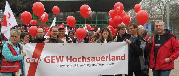 Auch Kolleginnen und Kollegen aus dem Hochsauerlandkreis streikten. (foto: zoom)