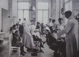 (3) Auch eine Intervention: die schulzahnärztliche Abteilung im AK Barmbek