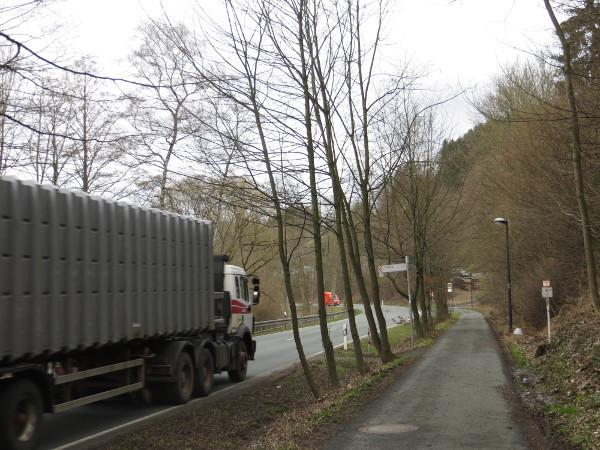 Auch der Übergang hinter Assinghausen, Richtung Steinhelle, hat es in sich. (foto: zoom)