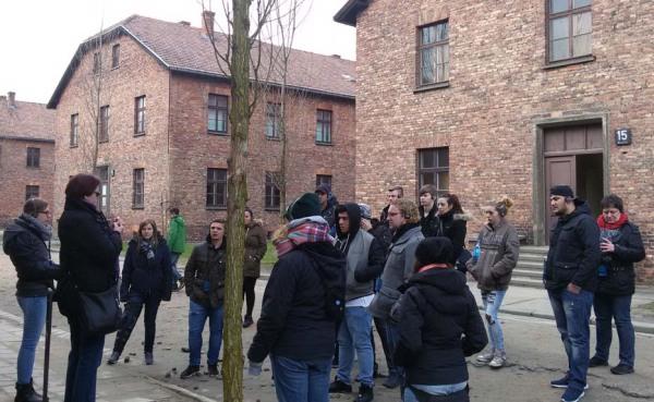 Die Besuchergruppe der Falken in Auschwitz (foto: falken)