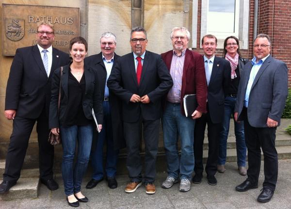 v.l.: Bürgermeister Kai Hutzenlaub, Hanna Schulze, Bernd Banschkus, Hans Walter Schneider, Harald Metzger, Robert Tausewald, Gritta Goesmann, Christian Klespe (Foto: SPD im Regionalrat Arnsberg)