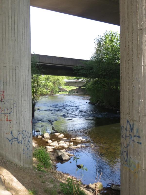 """Die Möhnemündung westlich von Neheim, passend zum heutigen """"Brücken""""tag."""