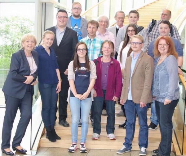 NRW Ministerpräsidentin Hannelore Kraft (SPD) mit dem Juso Vorsitzenden für den                                   Hochsauerlandkreis, Pascal Rickes und der Landtagsabgeordneten Inge Blask (MdL)                                   (erste Reihe, v.l.n.r.) (foto: SPD-Landtagsfraktion)