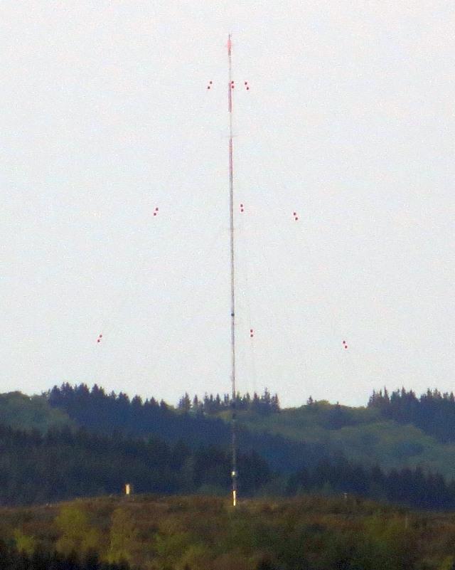 Auf der Anhöhe zwischen Elpe und Brunskappel wurde vor meiner Nase ein Windmess-Mast aufgebaut. (foto: zoom)