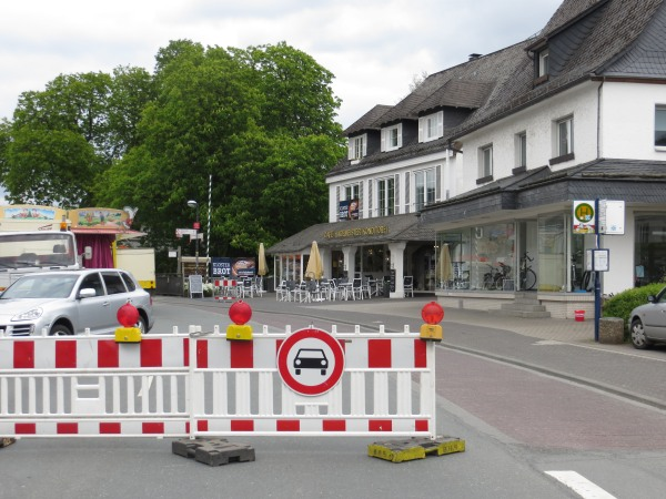 Kirmes in Olsberg. Ruhrstraße gesperrt. Umleitung über Bahnhofstraße oder Orts-Umgehung. (foto: zoom)