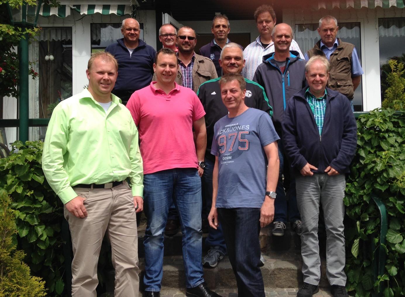 Die Straßenmeisterei ist immer noch Männerdomäne. Die Gwerkschaftsvertreter in Winterberg. (foto: burmann)