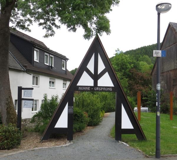 Das Tor zur esoterischen Phantasiewelt in Züschen. (fotos: zoom)