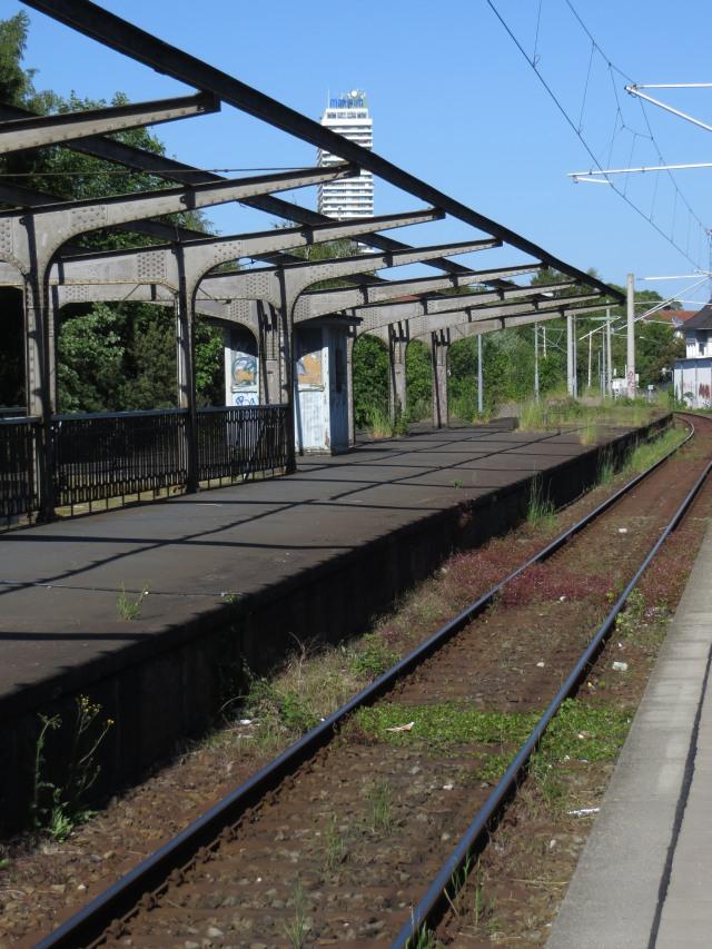 Siedlinghausen ist nicht der einzige häßliche Bahnhof in Deutschland: hier Travemünde-Hafen. (foto: zoom)